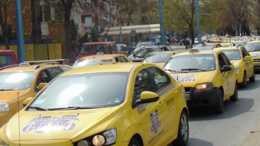 Таксиметрови шофьори блокираха Пловдив
