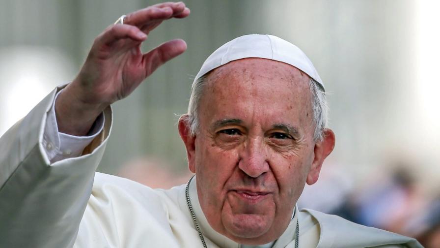 Папата: Бежанските лагери са като концентрационни