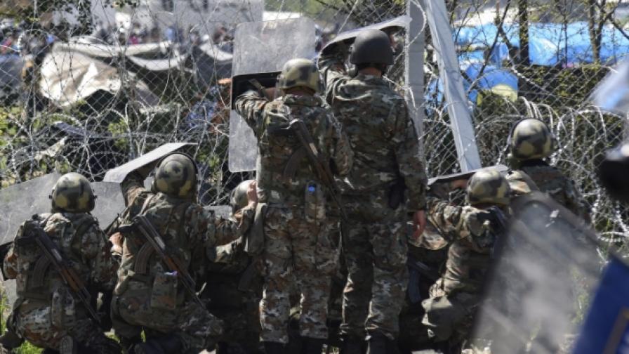 Сблъсъци с полицията и сълзотворен газ в Идомени