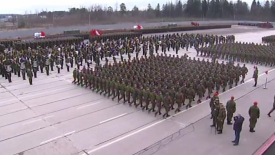 Русия извади военната си мощ (видео)
