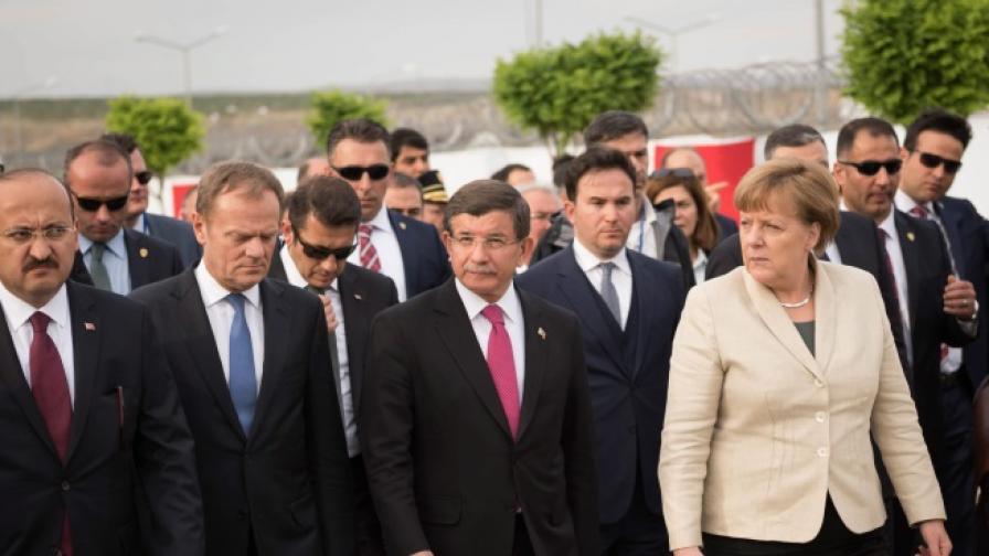"""""""Инсценирана"""" ли е визитата на Меркел в Турция"""
