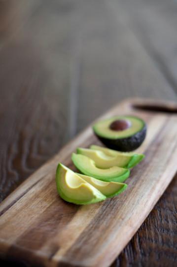 Авокадо: Вкусният плод е богат на витамин С и Е, които също помагат на паметта. Имат отношение и към концентрацията. Все пак не трябва да се прекалява с него, защото е с високо съдържание на калории.