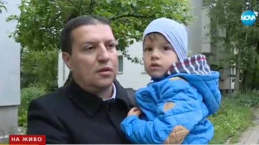 Ротвайлер нахапа баща с дете пред забавачка