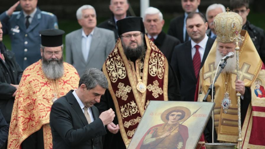 Президентът: Българският народ обича своята армия
