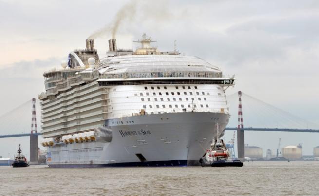 Над 6 хил. души ще плават в най-големия круизен кораб в света