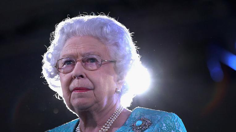 В кралското семейство се доверяват на една четка за коса от 250 години