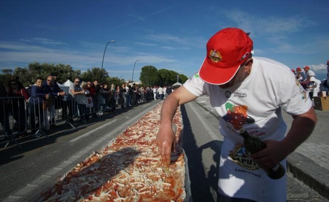 """Вижте най-голямата пица """"Маргарита"""" в света (видео)"""