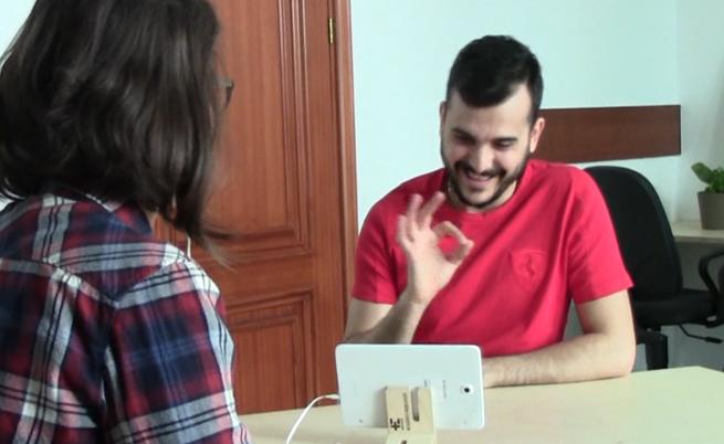 """Виктор и Евелина разговарят чрез платформата на """"Заслушай се"""""""