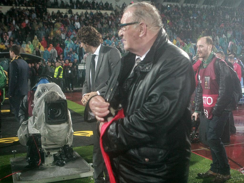 Димитър Пенев и Христо Бонев подариха кученце на Стоичков