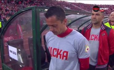 Играчи, треньори и пълен стадион изпяха химна преди финала