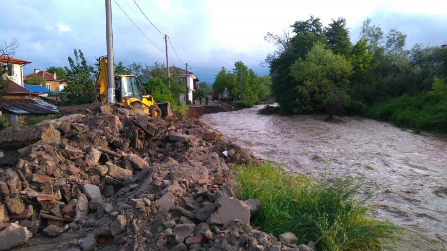 Наводнения в Казанлък и Габрово (снимки и видео)