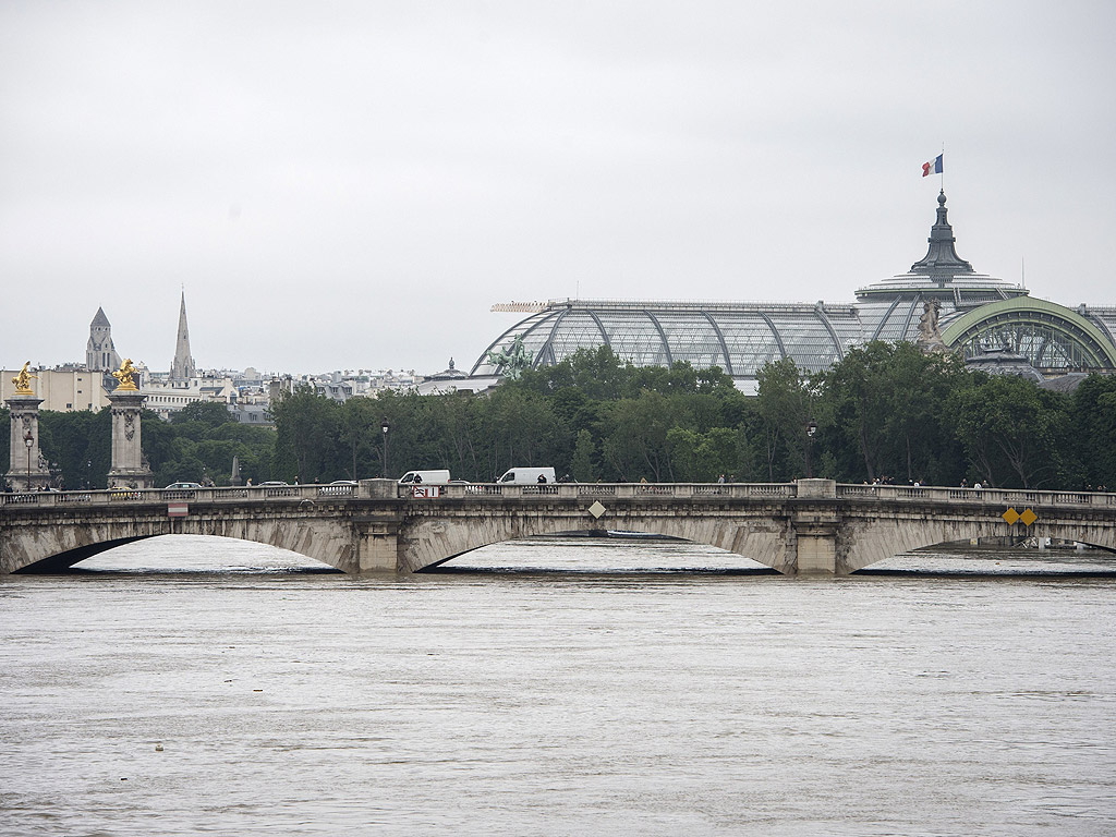 Наводненият Париж