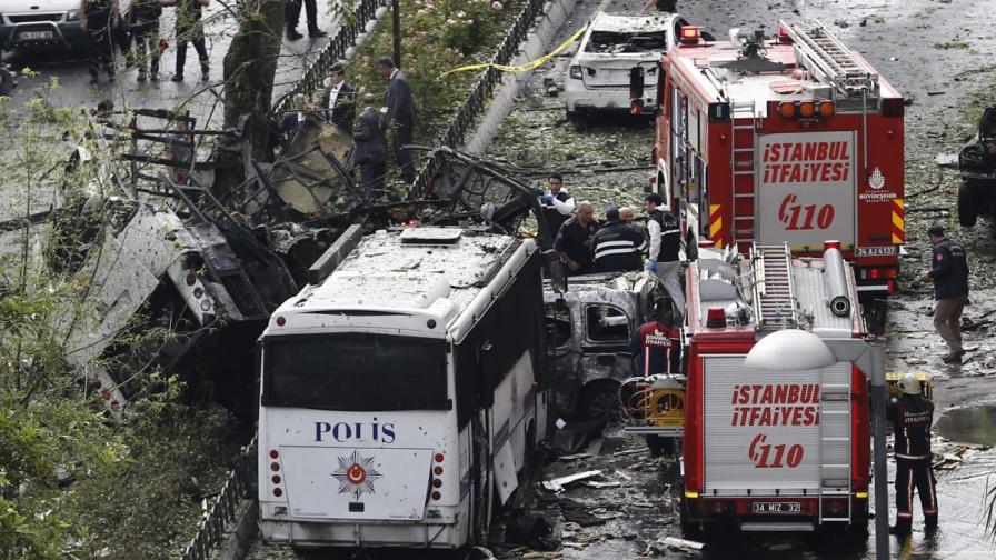 Кола с български номер в Истанбул, 4 арестувани