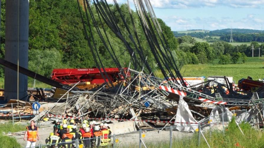 Строително скеле рухна в Германия, загинал и ранени