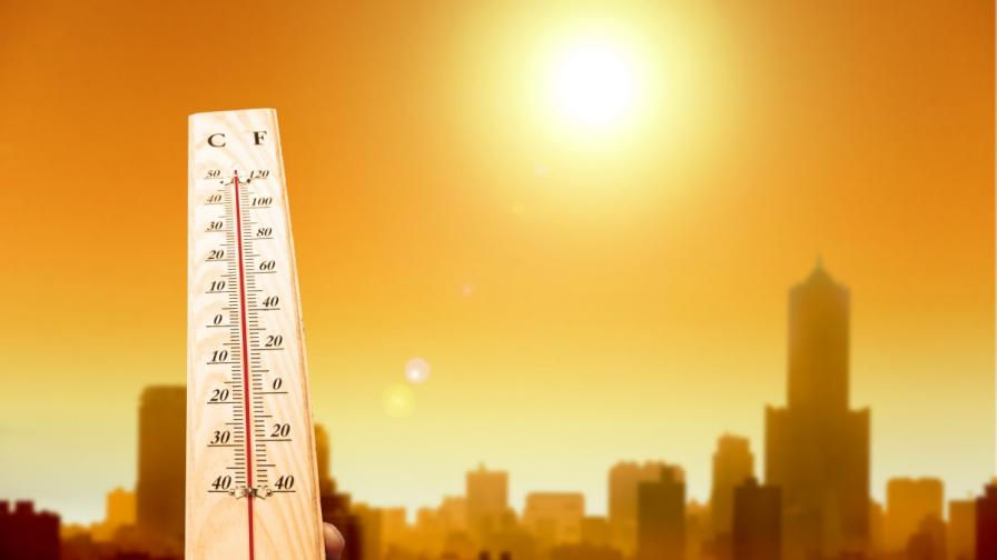Опасно горещо и в понеделник, кога ще захлади