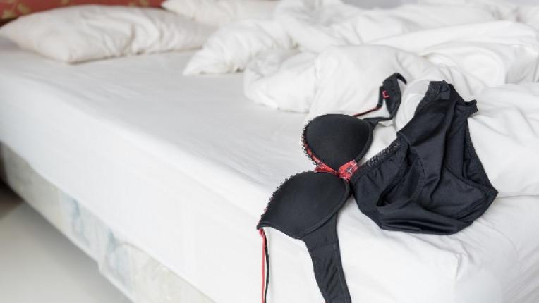 сутиен легло