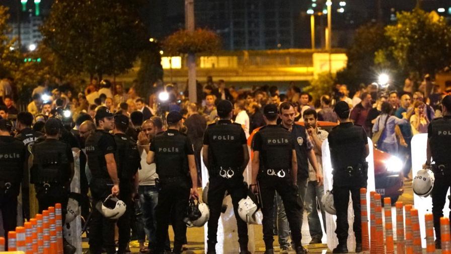 Героите от ада в Истанбул - баща на джихадист и митничар