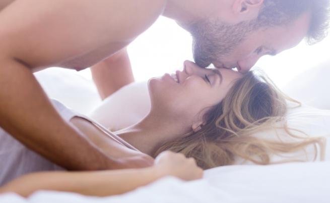 Глава<br /> Подходящо е да започнем от нея, за да превключим от режим на работа към удоволствие. Опитайте с масаж на скалпа в седнало положение, при което партньорът е между краката. Започнете със задната част на главата и прокарвайте пръсти нагоре, масажирайки нежно скалпа.