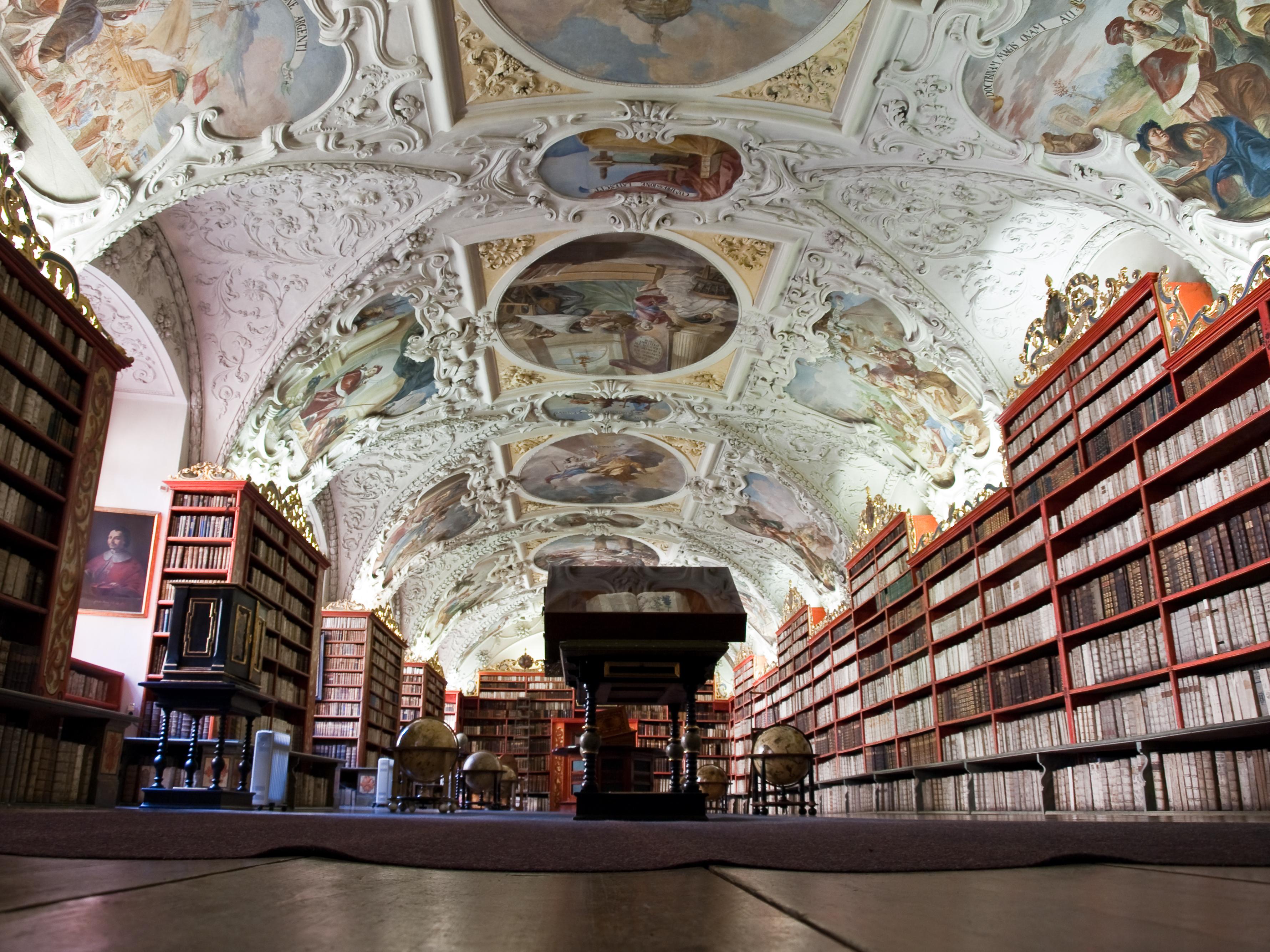 """""""Клементиум"""" – една от най-красивите библиотеки в света, която се намира в Прага."""
