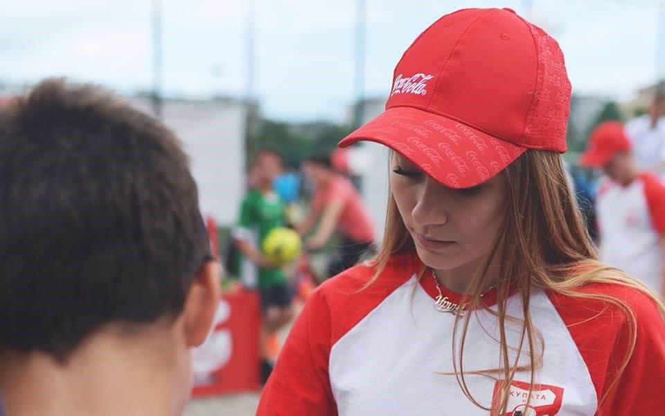 Михаела Маринова и Кристиан Костов за Coca-Cola Cup и общото между музиката и спорта