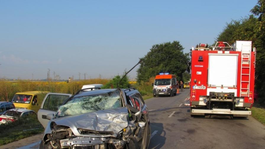 Загинал и ранени при катастрофа на пътя Русе-Силистра