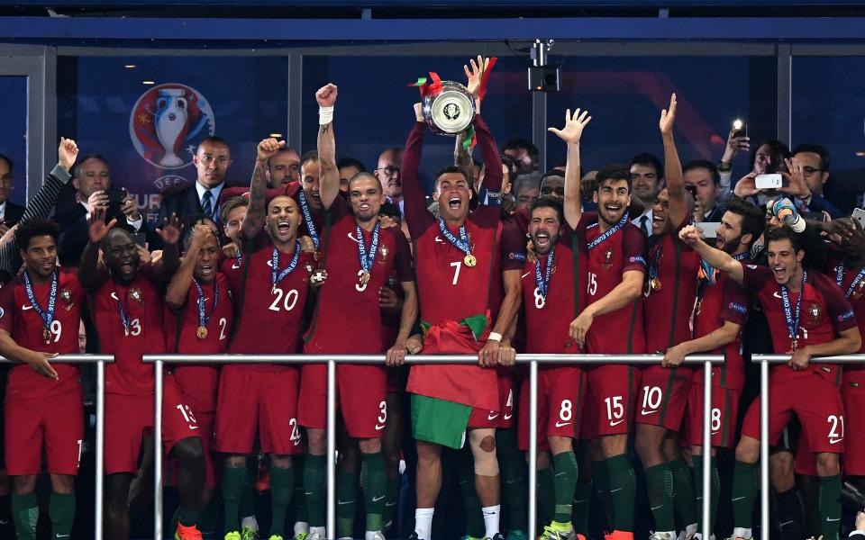 Капитанът на европейския шампион ПортугалияКристиано Роналдоотбеляза 4-годишнината от триумфа на