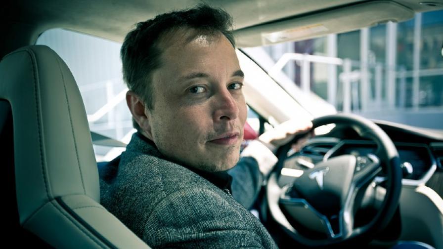 Двуличието на Илон Мъск, който ще направи Tesla частна с пари от Саудитска Арабия