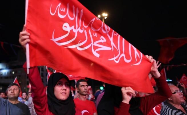 Ердоган обяви извънредно положение в Турция за три месеца