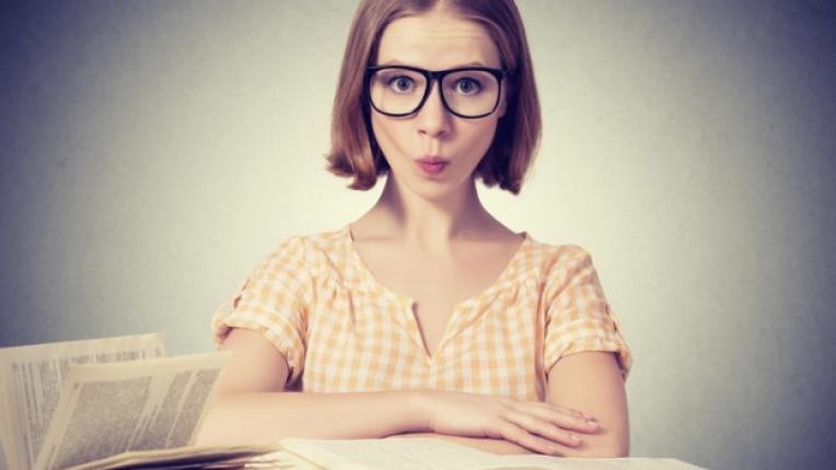жена луда очила книги