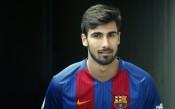 Барселона отряза Манчестър Юнайтед за португалски национал