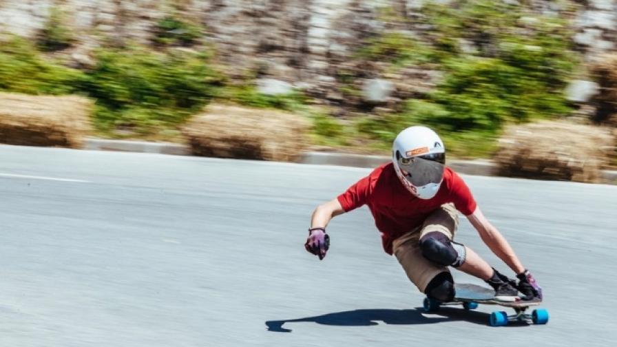 Да караш скейтборд с 85 километра в час