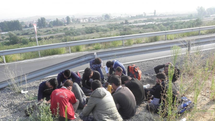 Манолова сезира ДАНС за трафик на деца бежанци