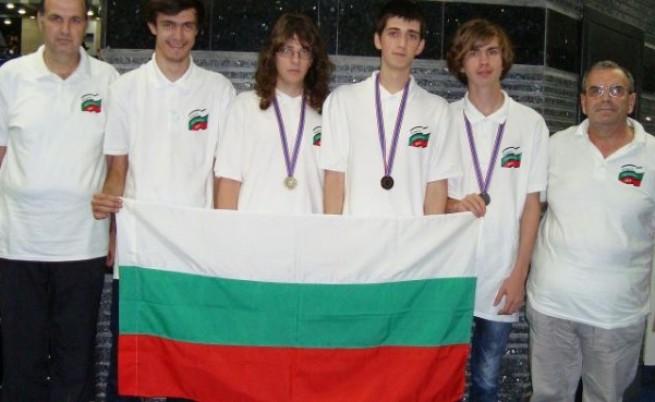 Български ученици завоюваха три медала на олимпиада по информатика