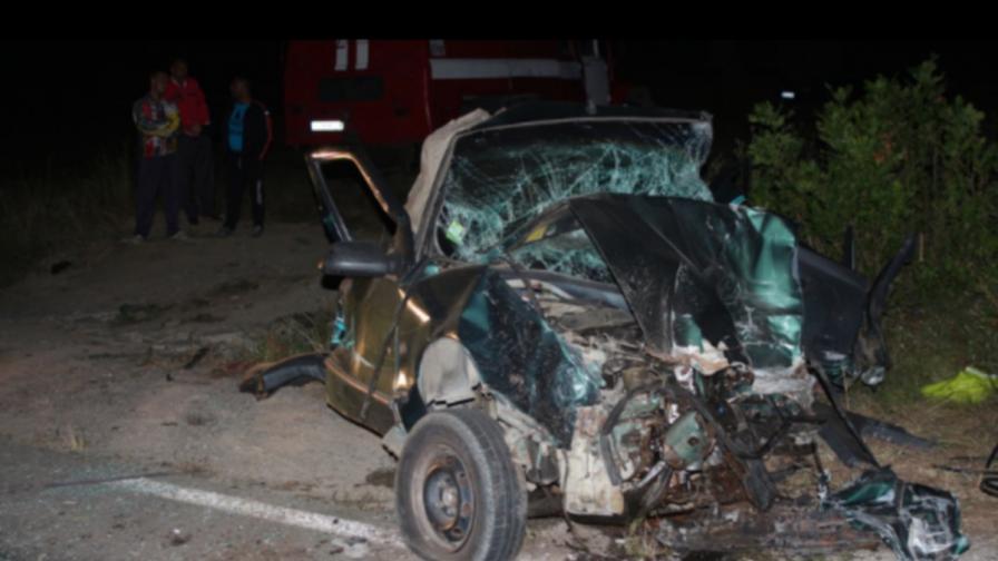 Шофьор и пешеходец загинаха, трима ранени след дискотека