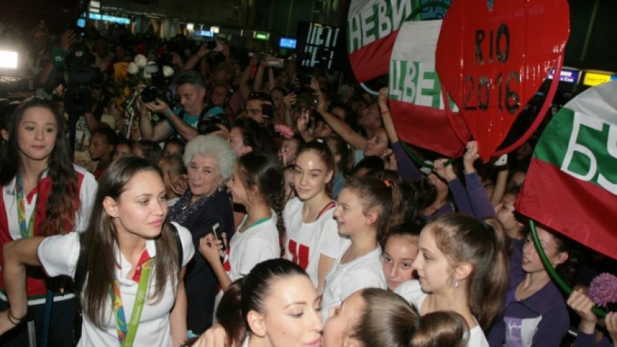 Трогателно посрещане на българските гимнастички