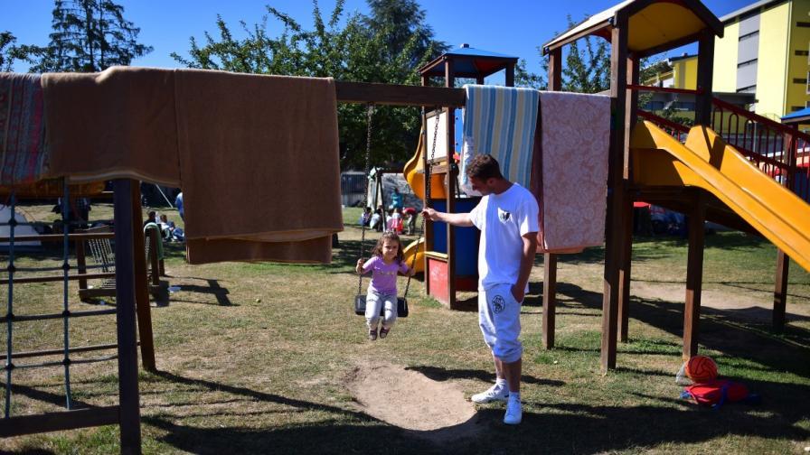 Детската площадка, направена в Аматриче
