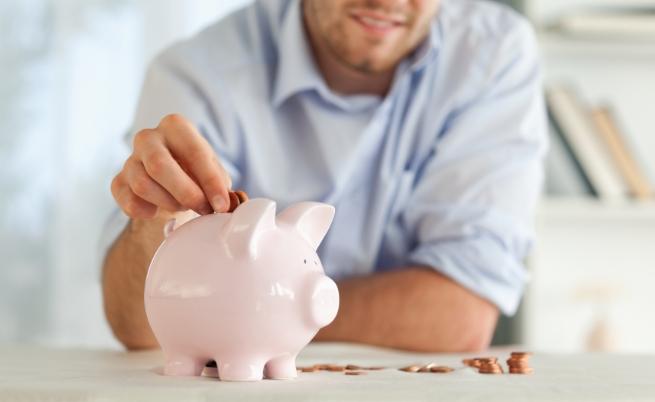 За първи път средната заплата в България мина 1000 лв.