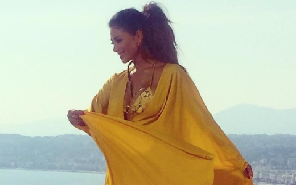 СНИМКИ: Гаджето на Гришо пръска сексапил по ефирна рокля