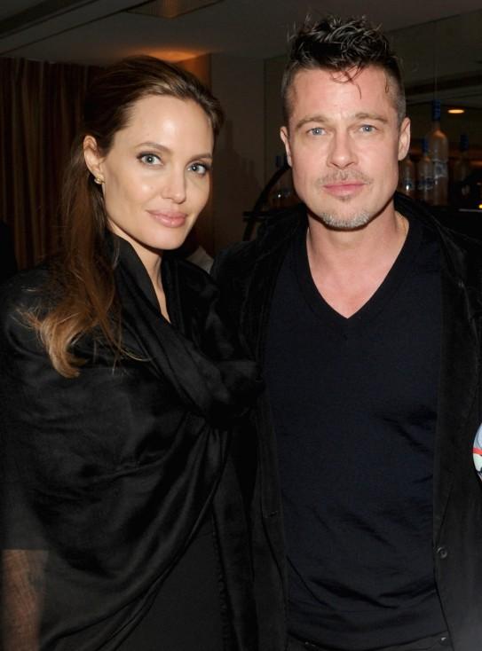 - Брад Пит и Анджелина Джоли са започнали бракоразводна процедура след 12 години заедно и две години съвместен живот. Анджелина Джоли е подала...