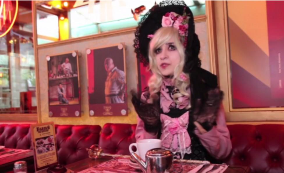- 22-годишната бразилка Медора Руиз е прекалила в страстта й към викторианските порцеланови кукли. Тя е дала десетки хиляди долари за дрех, които ще я...