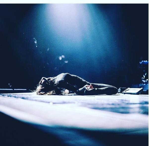 """Въпреки че в последно време избягва социалните мрежи, певицата и актриса от САЩ Селена Гомес тази седмица стана първата личност със 100 милиона последователи в сайта за фотосподеляне """"Инстаграм"""".Тази снимка е харесана 1.9 мил. пъти."""
