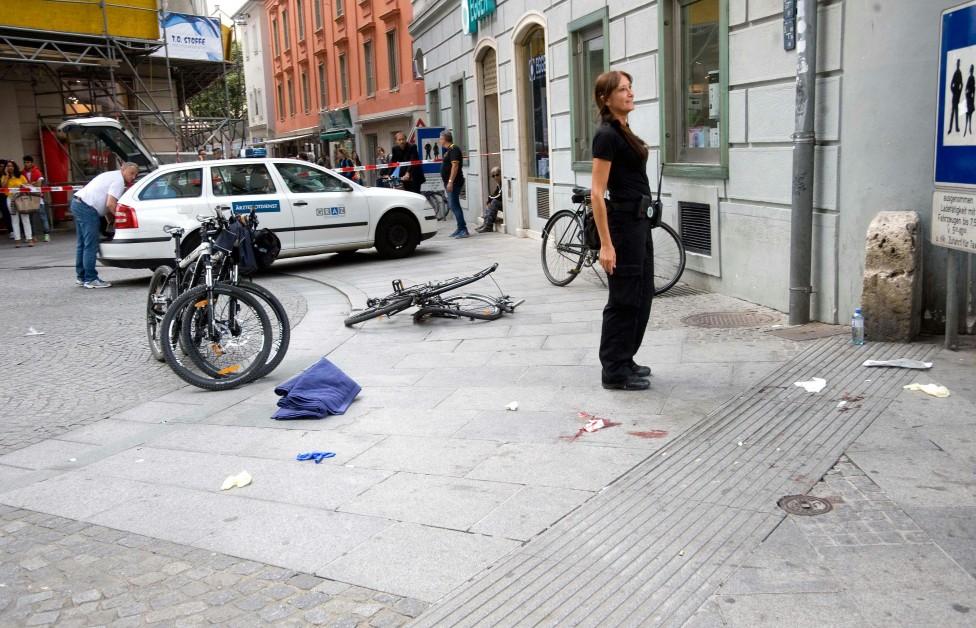 - Психично болният, убил трима пешеходци и ранил над 100 души в австрийския град Грац, където се вряза с джип в тълпата през лятото на 2015 г., бе...