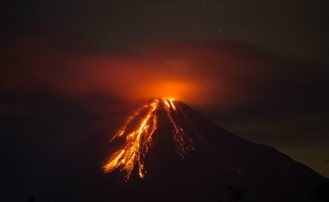 Вижте изригването на Питон де ла Фурнез (видео)