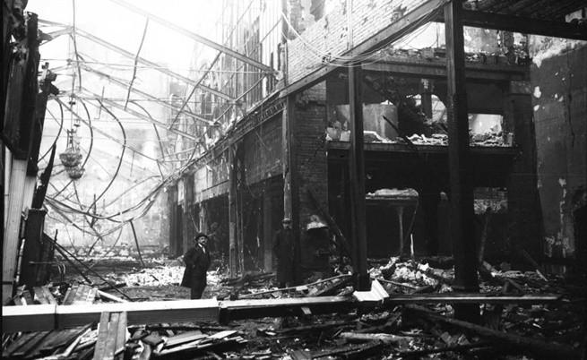 """""""Мулен Руж"""" изпепелен от пожар през 1915 г."""