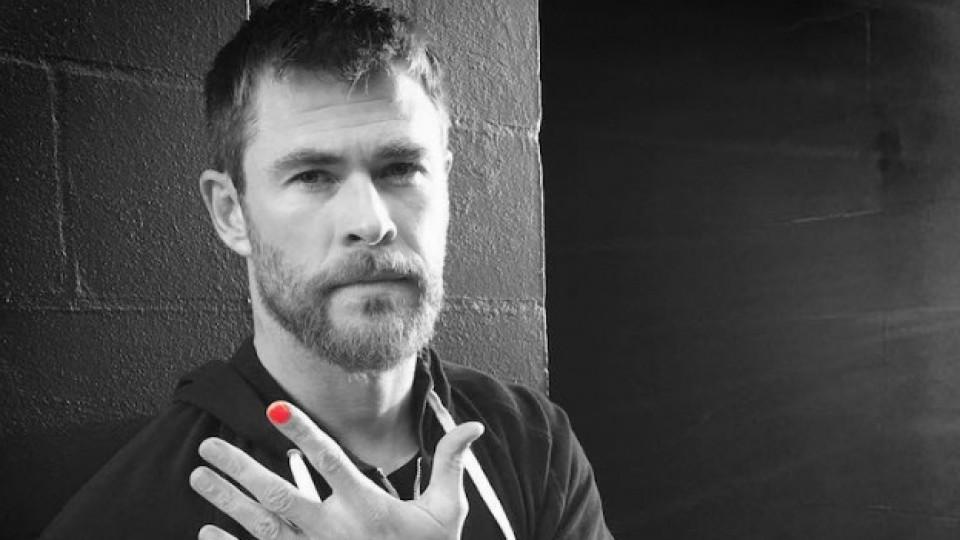 Защо обикновени мъже започнаха да лакират ноктите си този месец?