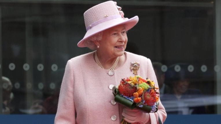 Елизабет Втора кралица