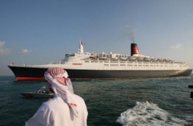 Корабът Queen Elizabeth 2 се превръща в плаващ хотел - Бизнес ...
