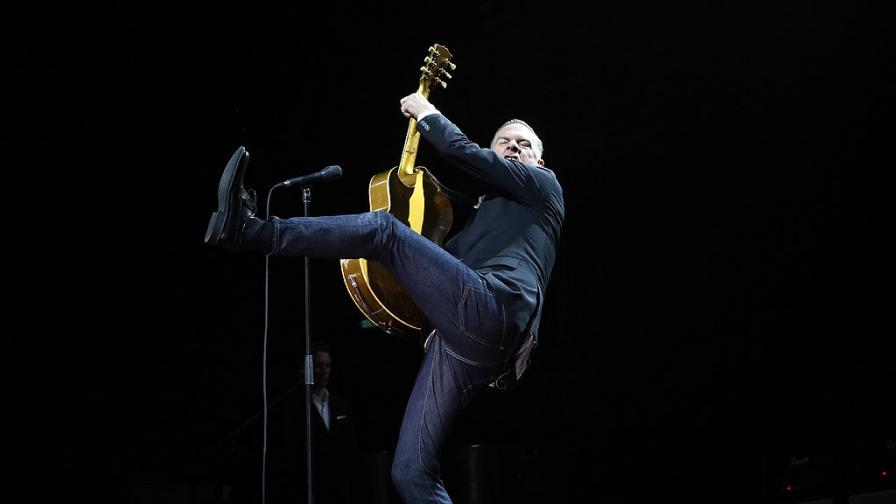 Брайън Адамс на живо в Арена Армеец