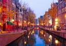 Градът, в който червените фенери не угасват