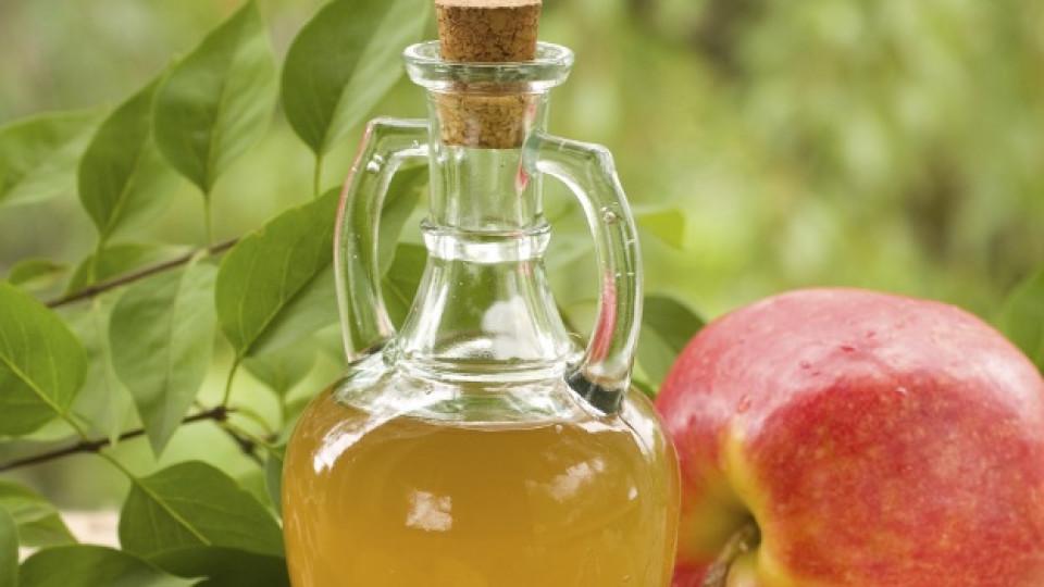 Ябълков оцет в борба с акнето и мазната кожа